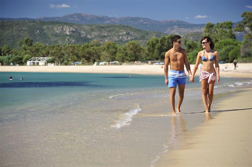 Procházka po pláži, Arbatax, Sardinie