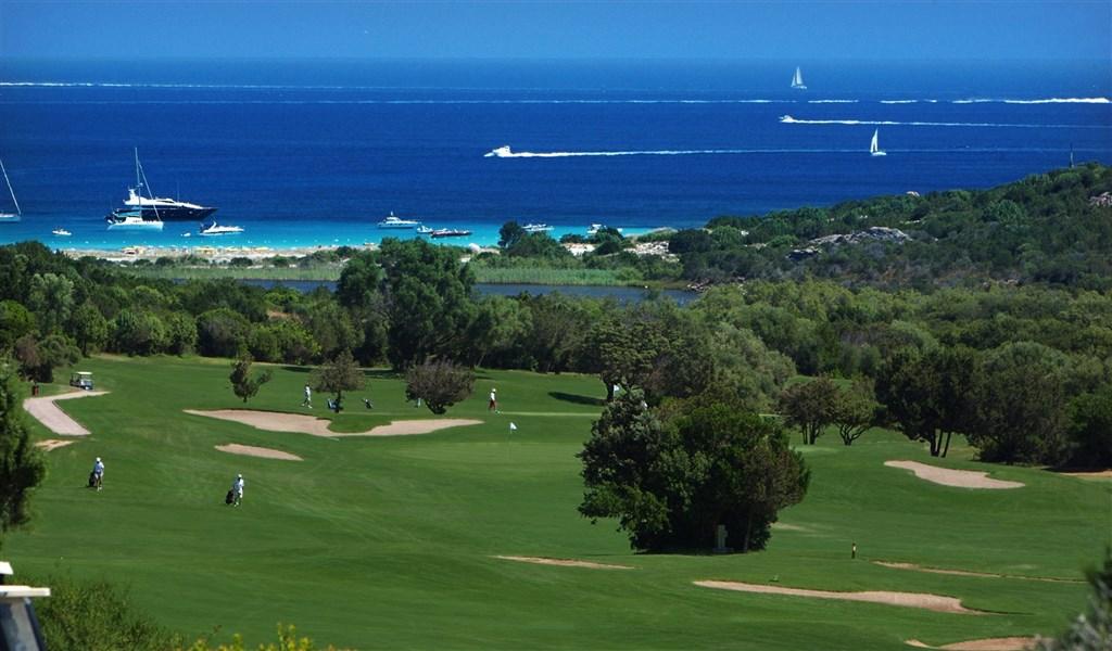 Pevero Golf Club - v blízkosti hotelu