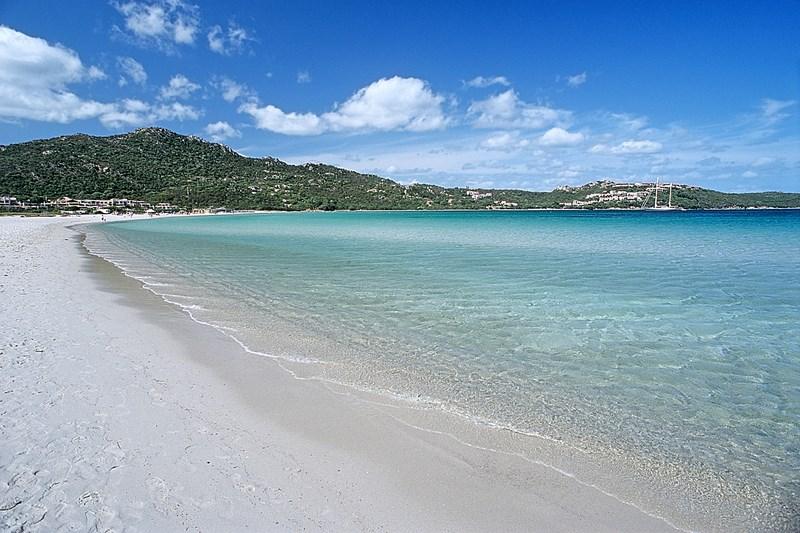 Pláž s bílým pískem Marineledda