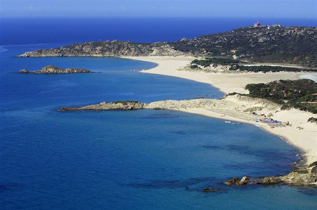 Letecký pohled na pláže, Chia, Sardinie