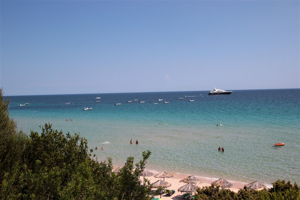 Výhled na moře z restaurace, Santa Margherita di Pula, Sardinie