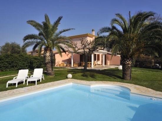 Vila s bazénem, Pula, Sardinie