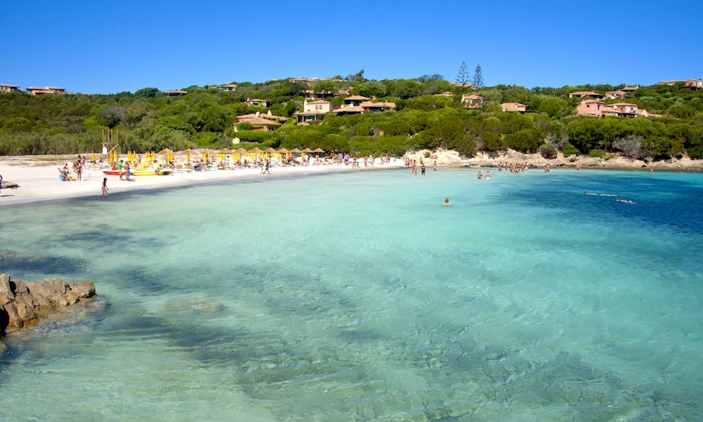 Colonna Country & Sporting Club - Pláž Cala Granu by sardinianbeaches.com, Costa Smeralda, Sardinie
