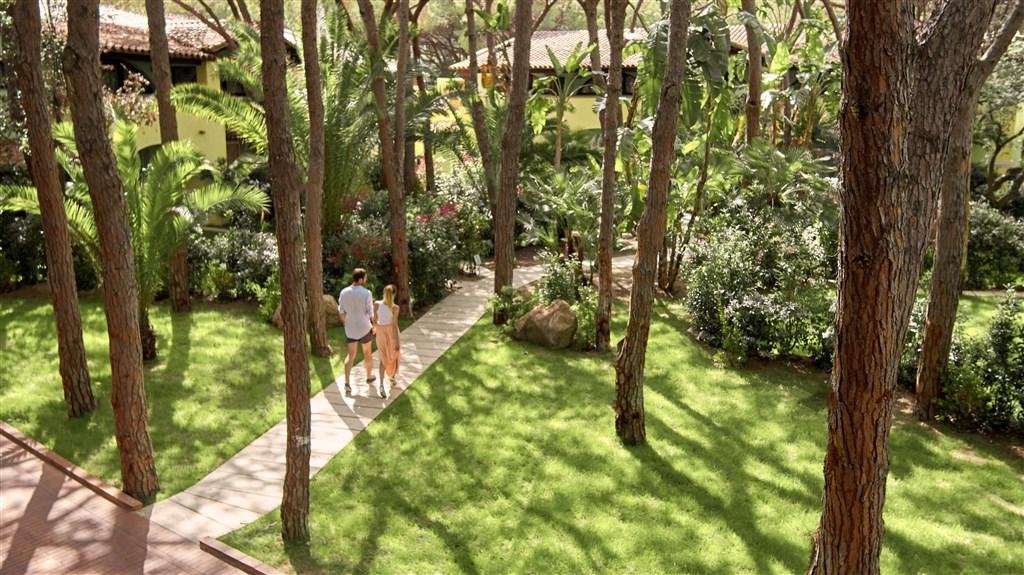 Hotelová zahrada, Santa Margherita di Pula, Sardinie