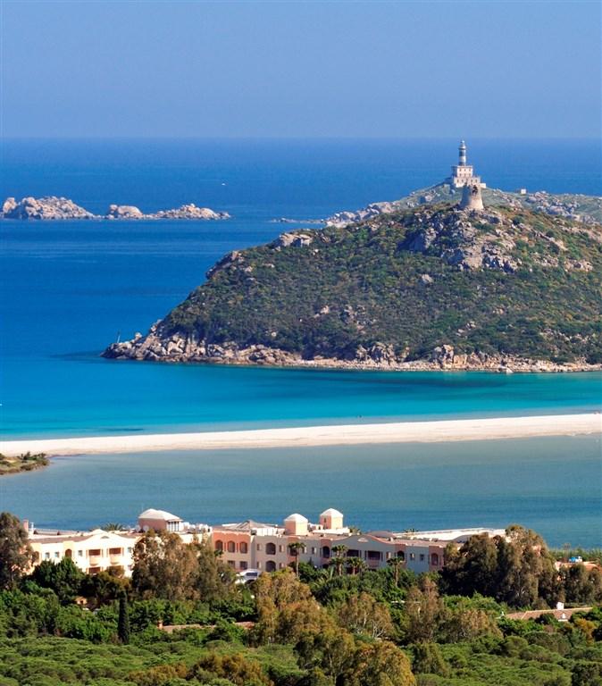 Panoramatický pohled na hotel a pláž - PULLMAN TIMI AMA SARDEGNA