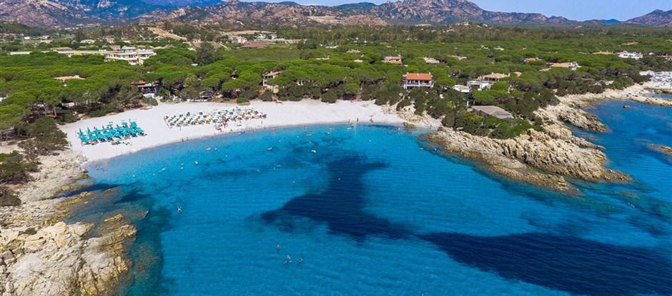 Panoramatický pohled, Cala Liberotto, Sardinie